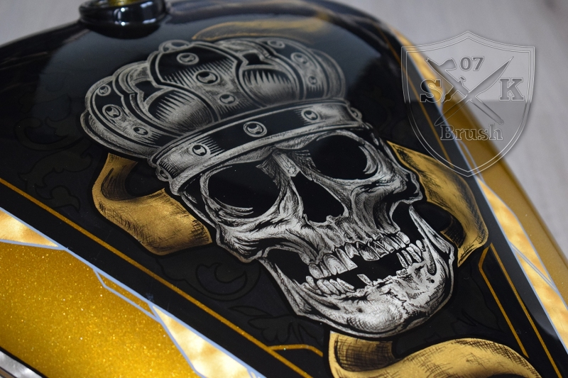Gold-Silver-Harley-Davidson-custompaint-Airbruhs-Pinstriping-Bossliner-3
