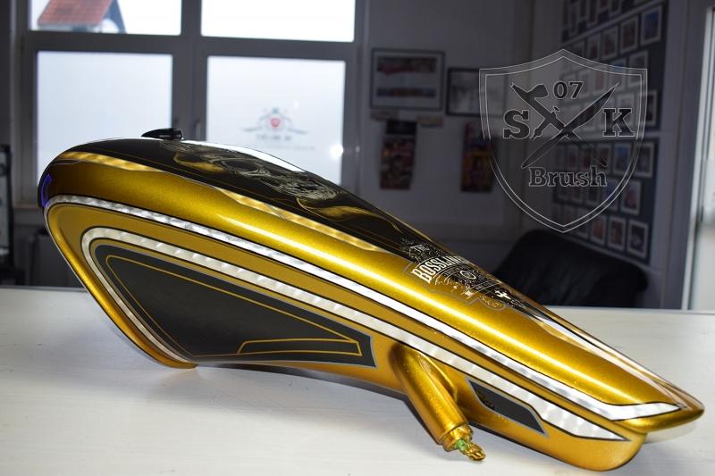 Gold-Silver-Harley-Davidson-custompaint-Airbruhs-Pinstriping-Bossliner-7