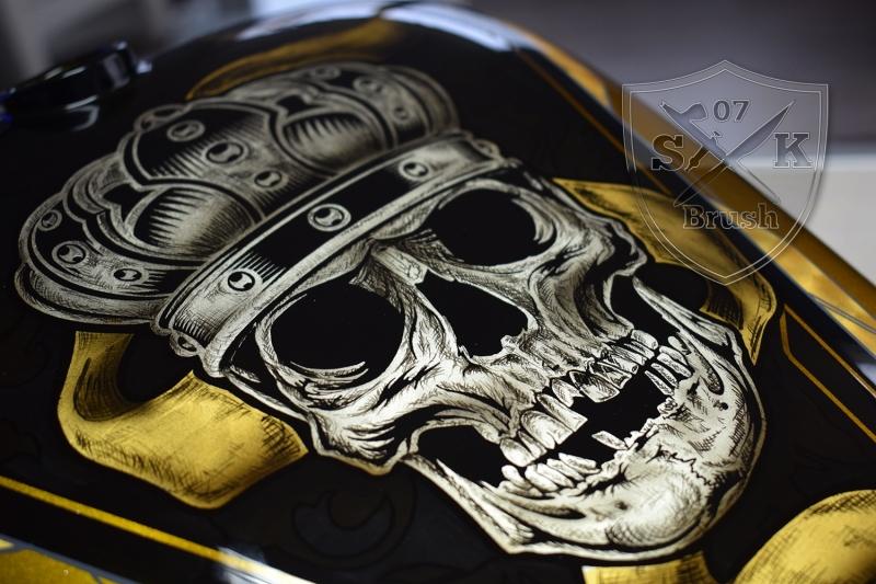Gold-Silver-Harley-Davidson-custompaint-Airbruhs-Pinstriping-Bossliner-8