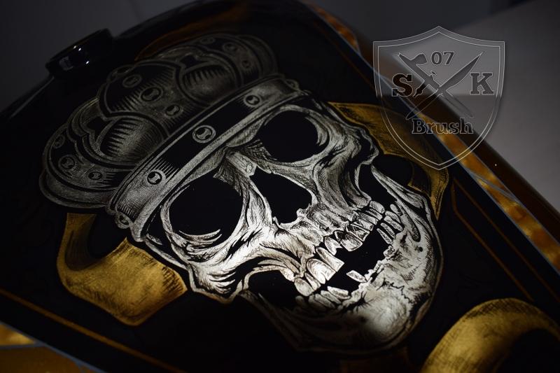 Gold-Silver-Harley-Davidson-custompaint-Airbruhs-Pinstriping-Bossliner-9