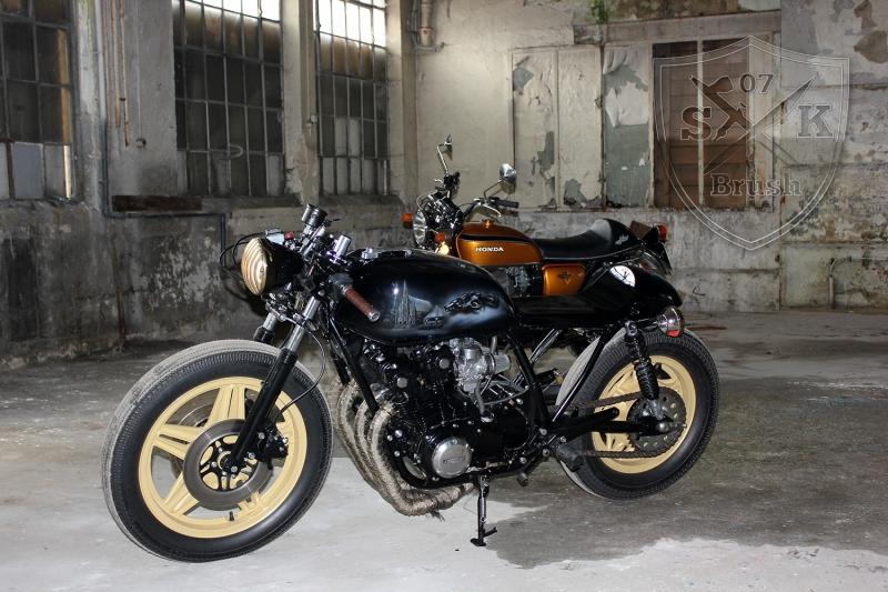 Cafe-Racer-Custompaint-el-padrino11