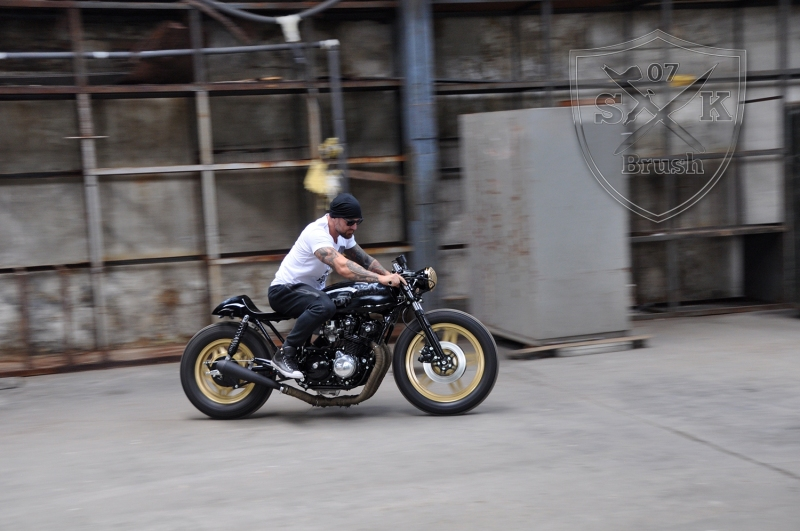 Cafe-Racer-Custompaint-el-padrino25