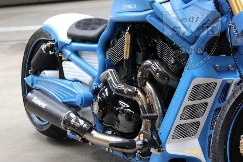 Harley-Davidson-V-Rod-Custompaint-Iceman13