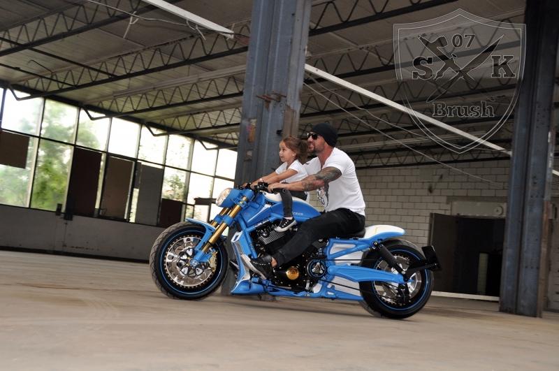 Harley-Davidson-V-Rod-Custompaint-Iceman16