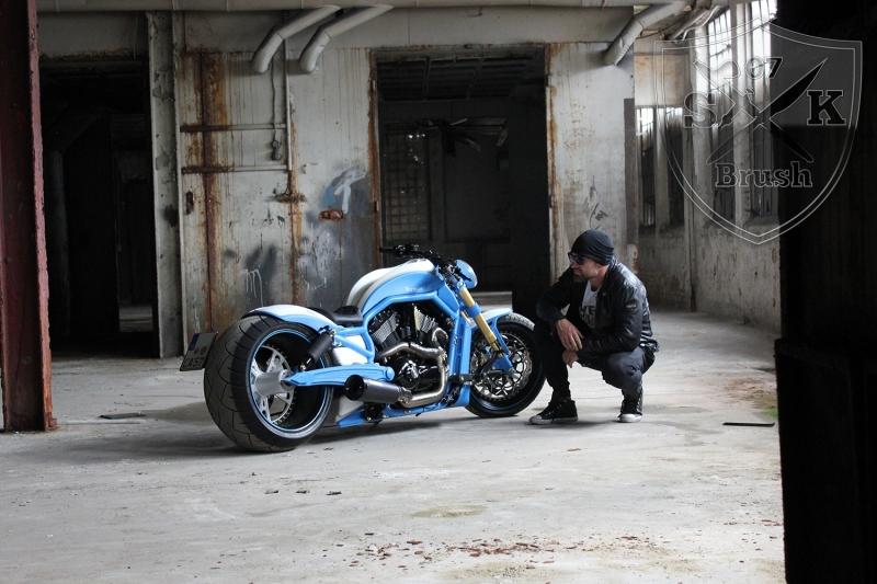 Harley-Davidson-V-Rod-Custompaint-Iceman19