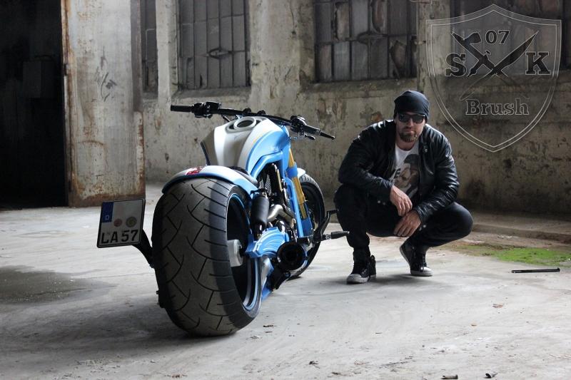 Harley-Davidson-V-Rod-Custompaint-Iceman20