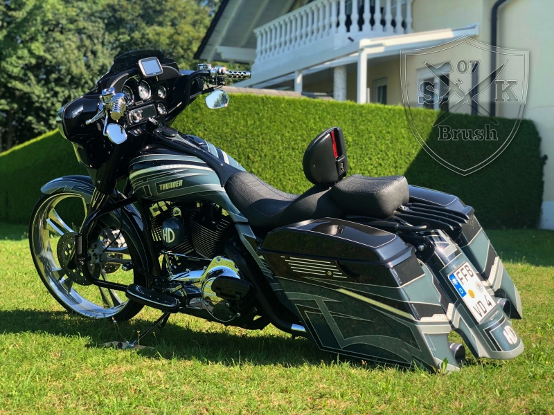 Harley-Thunder1