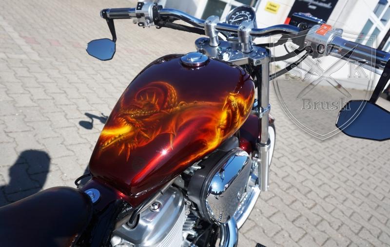 Honda-Shadow-Airbrush-Dragon-Fire-fertig-3