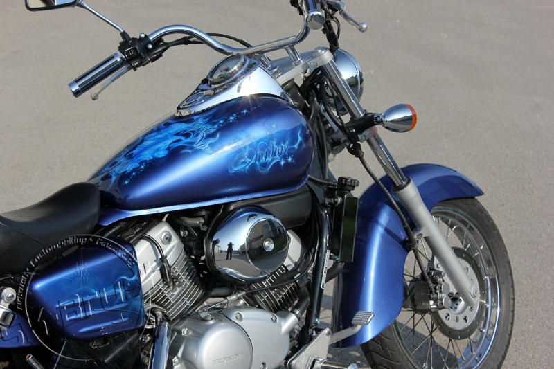 honda-shadow-airbrush-custompaint-lackierung-design-candy-blue-flames-maske-2