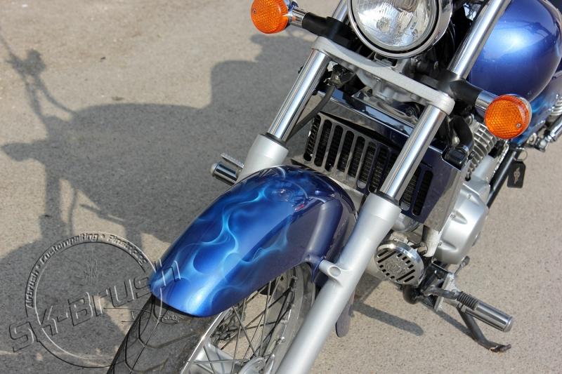 honda-shadow-airbrush-custompaint-lackierung-design-candy-blue-flames-maske-4