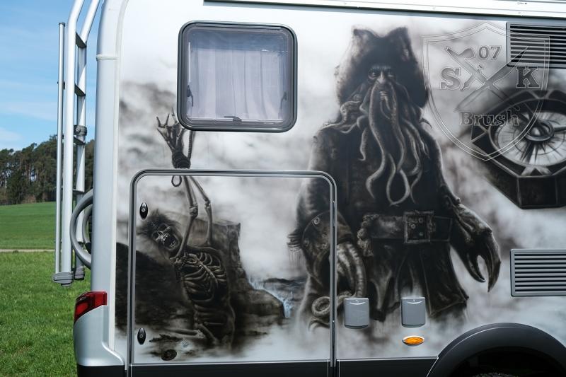 Hymer-4x4-Wohnmobil-Airbrush-Pirates-of-Caribbean-Davy-Jones_6