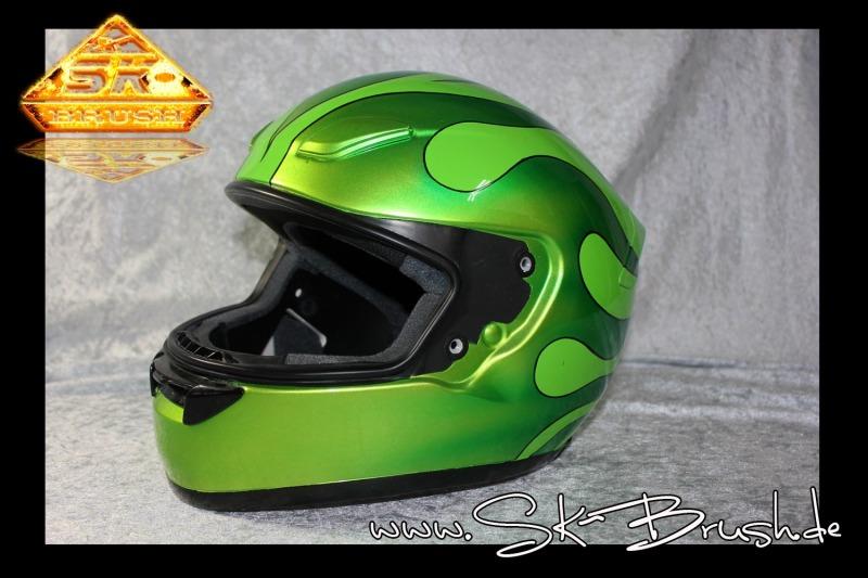 Airbrush-Helm-hot-rod-flames-green