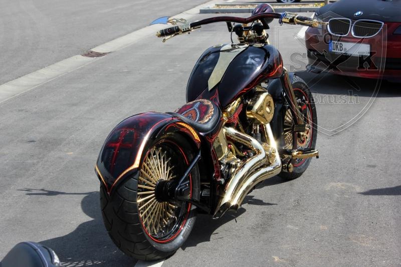 schwarze-ritter-harley-davidson-custombike-gold-candy-pinstriping-linierung-5