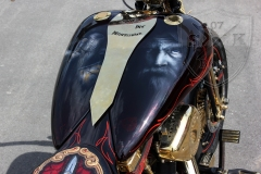 schwarze-ritter-harley-davidson-custombike-gold-candy-pinstriping-linierung-1