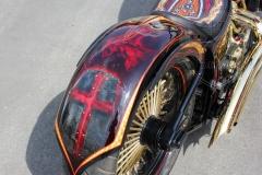 schwarze-ritter-harley-davidson-custombike-gold-candy-pinstriping-linierung-11
