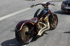 schwarze-ritter-harley-davidson-custombike-gold-candy-pinstriping-linierung-4