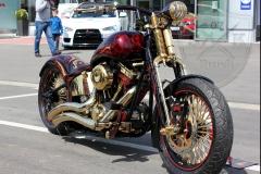 schwarze-ritter-harley-davidson-custombike-gold-candy-pinstriping-linierung-7