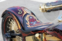 schwarze-ritter-harley-davidson-custombike-gold-candy-pinstriping-linierung-8