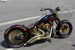 schwarze-ritter-harley-davidson-custombike-gold-candy-pinstriping-linierung-9