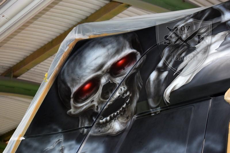 Airbrush-LKW-Truck-Scania-V8-Lackierung-Design-Horror-Skull-Schaedel-Zombie-Totenkopf-Showtruck-Seemann-Trilog-5