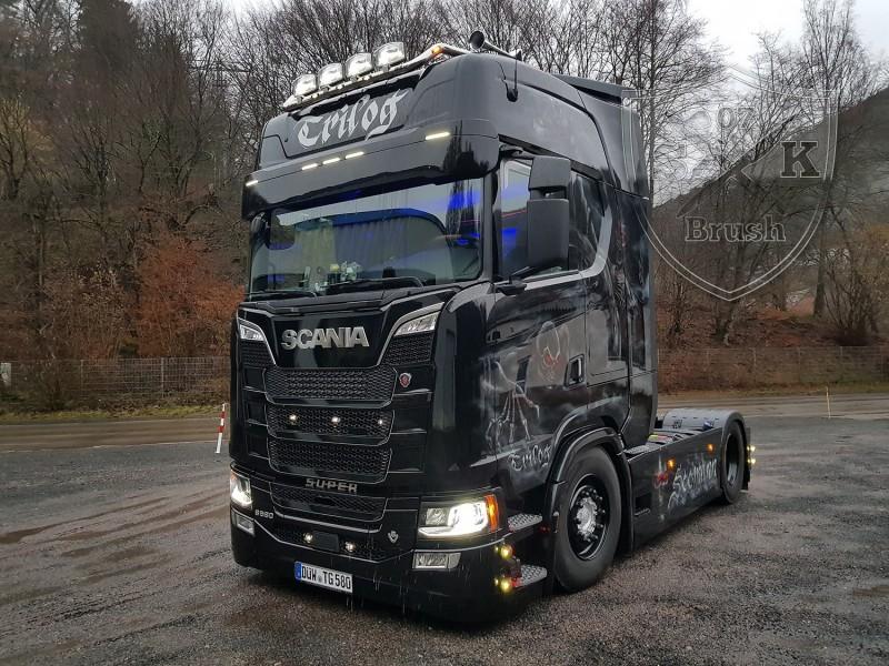 Airbrush-LKW-Truck-Scania-V8-Lackierung-Design-Horror-Skull-Schaedel-Zombie-Totenkopf-Showtruck-Seemann-Trilog1
