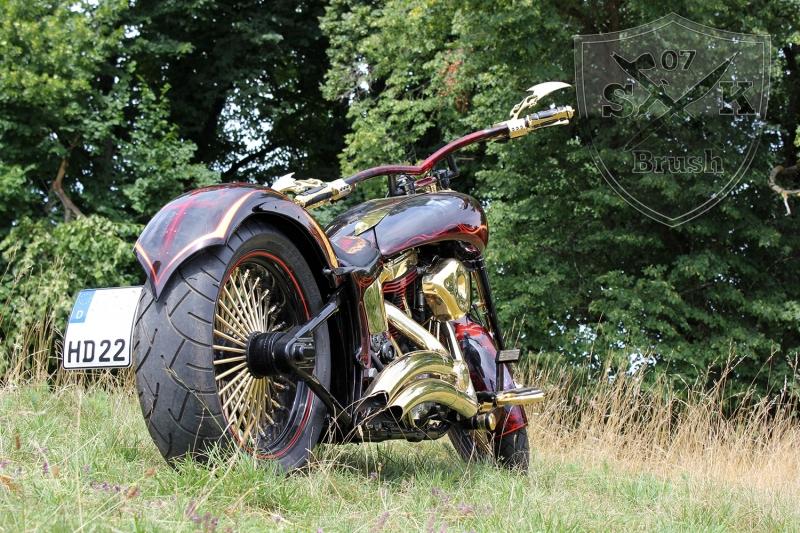 Harley-Davidson-Airbrush-Custompaint-Schwarze-Ritter