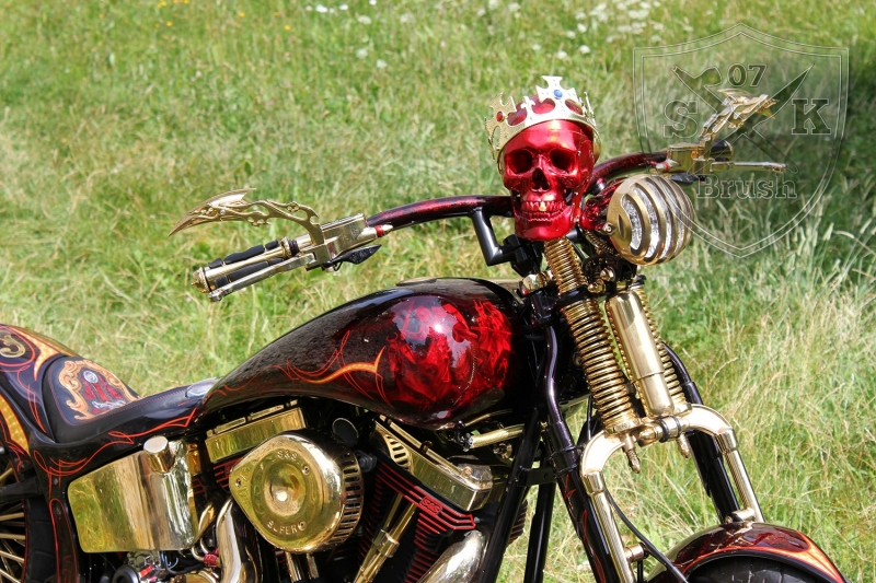 Harley-Davidson-Airbrush-Custompaint-Schwarze-Ritter12
