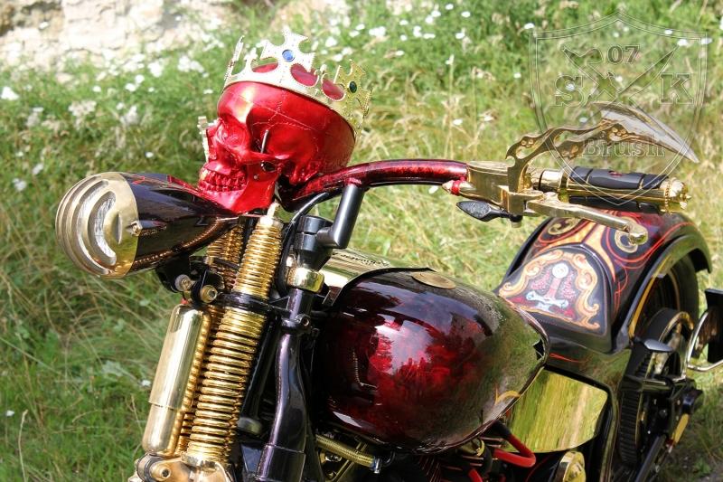 Harley-Davidson-Airbrush-Custompaint-Schwarze-Ritter13