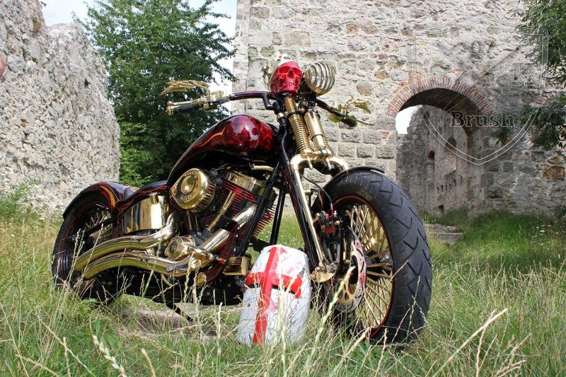 Harley-Davidson-Airbrush-Custompaint-Schwarze-Ritter15