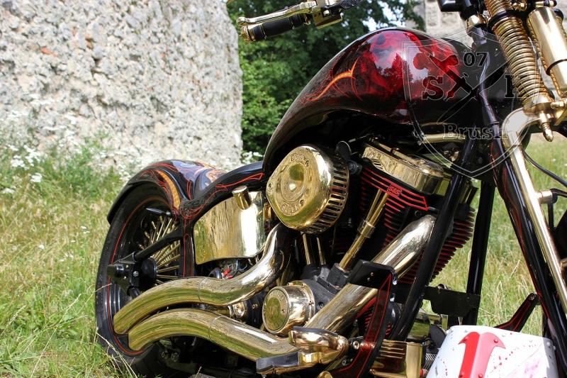 Harley-Davidson-Airbrush-Custompaint-Schwarze-Ritter17