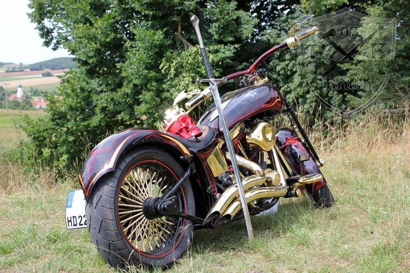 Harley-Davidson-Airbrush-Custompaint-Schwarze-Ritter2