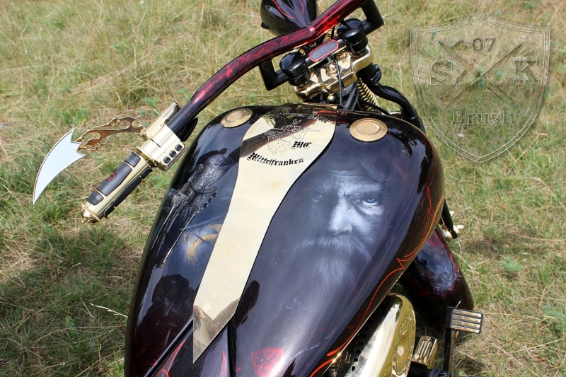Harley-Davidson-Airbrush-Custompaint-Schwarze-Ritter3