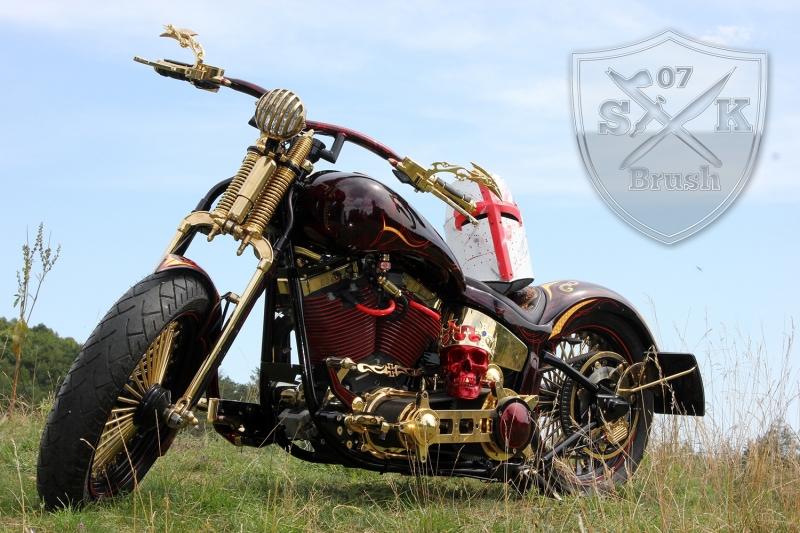 Harley-Davidson-Airbrush-Custompaint-Schwarze-Ritter7
