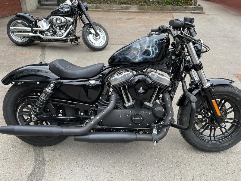 Airbrush-Skull-Smoke-Harley-Tank-2
