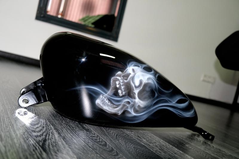Airbrush-Skull-Smoke-Harley-Tank-5