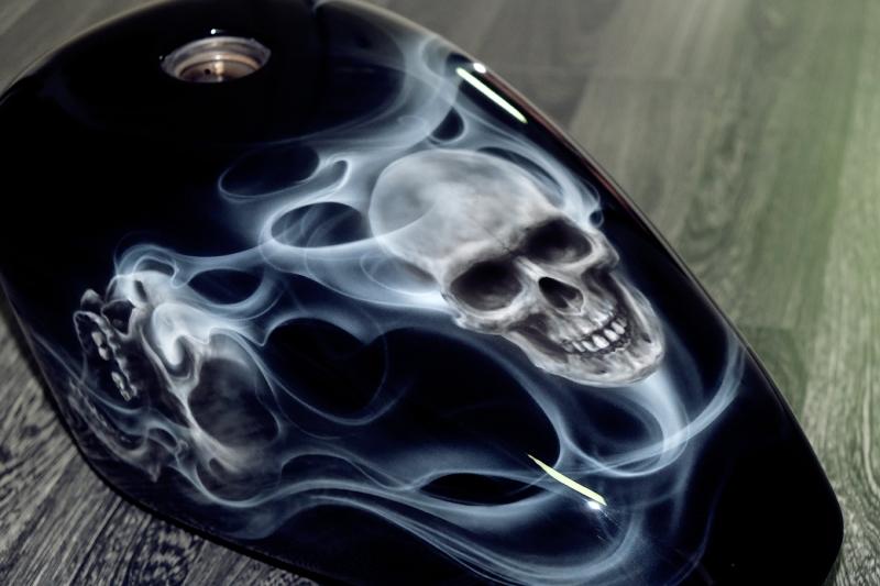Airbrush-Skull-Smoke-Harley-Tank-6
