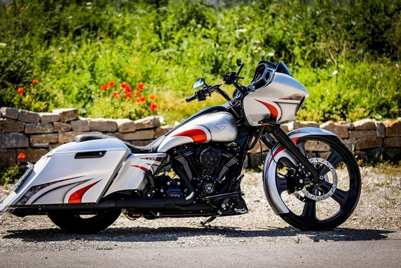 Streetglide-Harley-Davidson-Airbrush-Lackierung-Silber-Candy-Pinstripes-Orange-www.jacklinfotos.com-1