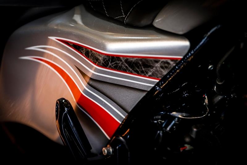 Streetglide-Harley-Davidson-Airbrush-Lackierung-Silber-Candy-Pinstripes-Orange-www.jacklinfotos.com-14