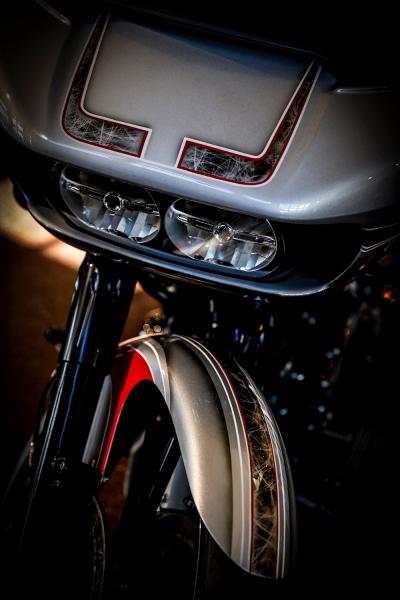 Streetglide-Harley-Davidson-Airbrush-Lackierung-Silber-Candy-Pinstripes-Orange-www.jacklinfotos.com-15