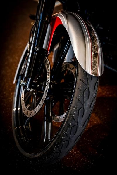 Streetglide-Harley-Davidson-Airbrush-Lackierung-Silber-Candy-Pinstripes-Orange-www.jacklinfotos.com-16