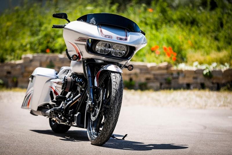 Streetglide-Harley-Davidson-Airbrush-Lackierung-Silber-Candy-Pinstripes-Orange-www.jacklinfotos.com-2