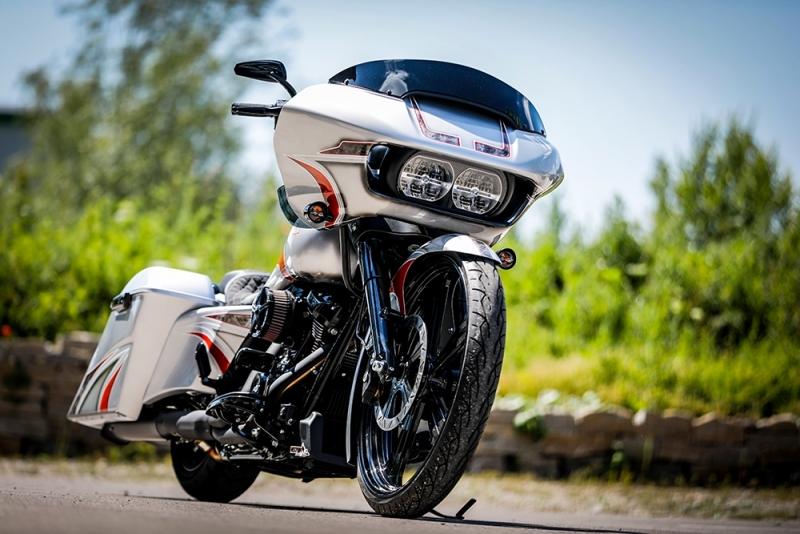 Streetglide-Harley-Davidson-Airbrush-Lackierung-Silber-Candy-Pinstripes-Orange-www.jacklinfotos.com-3