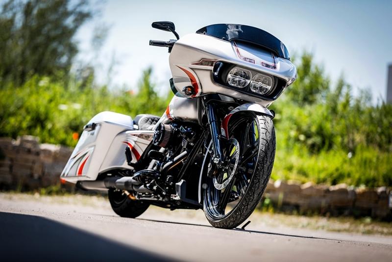 Streetglide-Harley-Davidson-Airbrush-Lackierung-Silber-Candy-Pinstripes-Orange-www.jacklinfotos.com-4