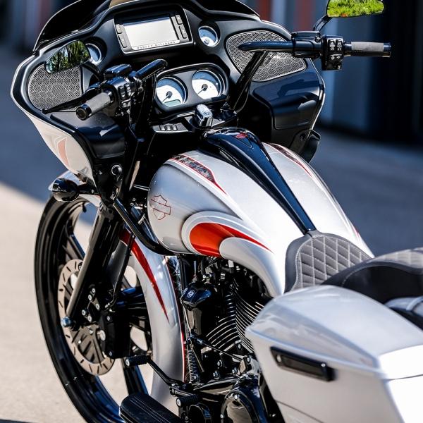Streetglide-Harley-Davidson-Airbrush-Lackierung-Silber-Candy-Pinstripes-Orange-www.jacklinfotos.com-6