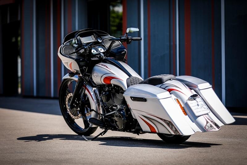 Streetglide-Harley-Davidson-Airbrush-Lackierung-Silber-Candy-Pinstripes-Orange-www.jacklinfotos.com-9