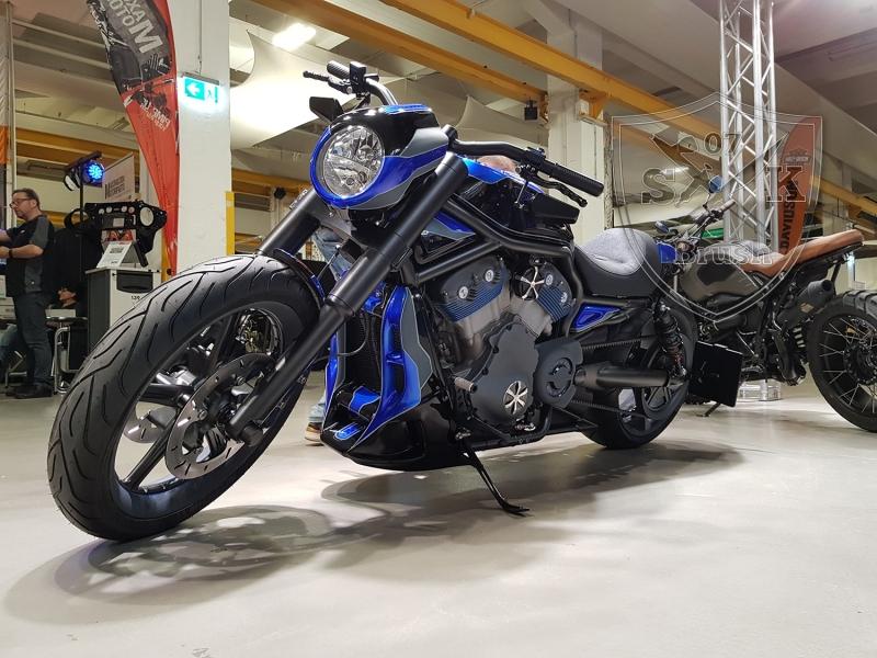 Crackerjack-Airbrush-Custom-Harley-Davidson-V-Rod