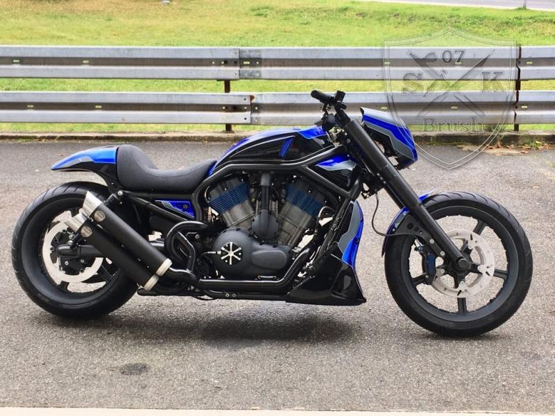 Crackerjack-Airbrush-Custom-Harley-Davidson-V-Rod4